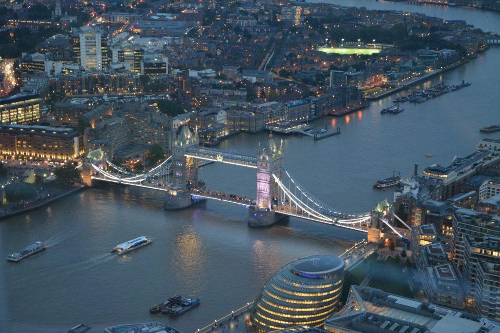 هذه نظرة عامة على أكبر عشر شركات في المملكة المتحدة وإنجلترا واسكتلندا وويلز. مع TOP 10 جدول الشركات.