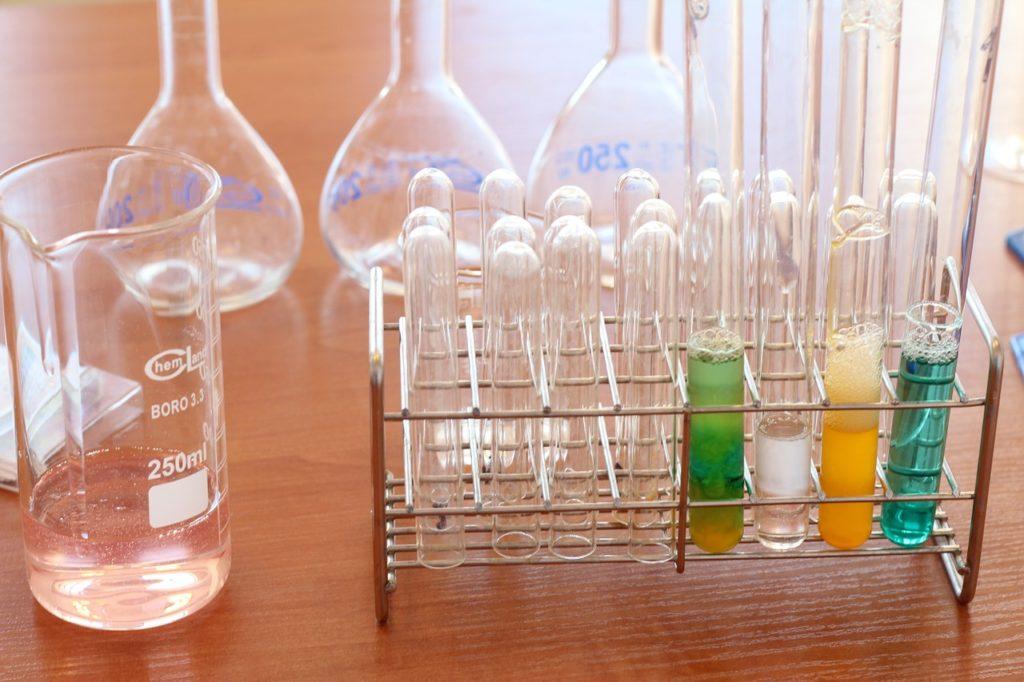 Dies ist eine Übersicht der zehn größten Unternehmen in der Chemiebranche nach Umsatz und Unternehmenswert